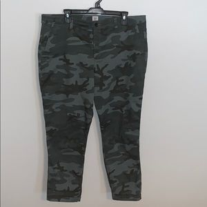 Gap camo girlfriend pants